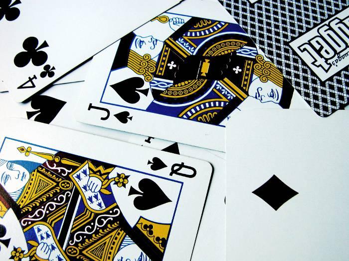Простые фокусы с картами