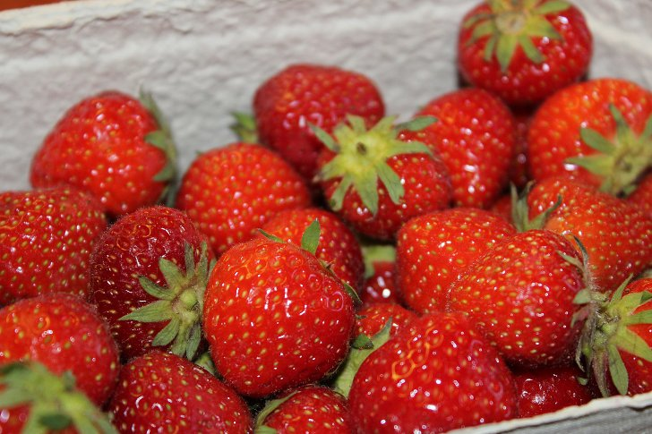 http://anydaylife.com/uploads/articles/housekeeping/cooking/products/strawberries-storage-rules-b.jpg
