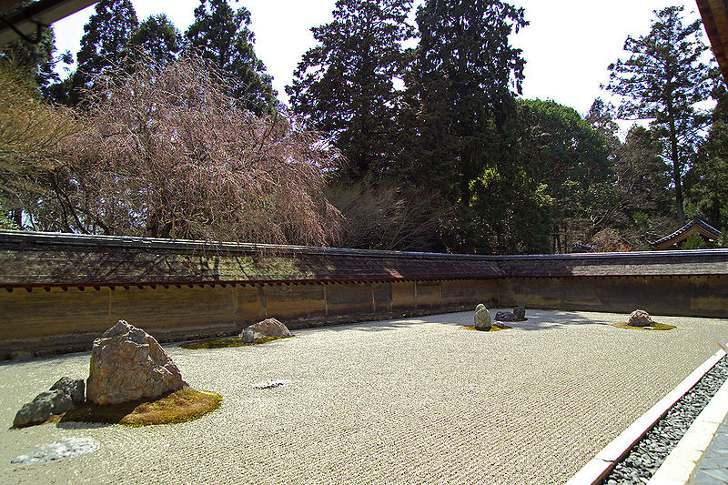 http://anydaylife.com/uploads/facts/art/japan-stone-garden1.jpg