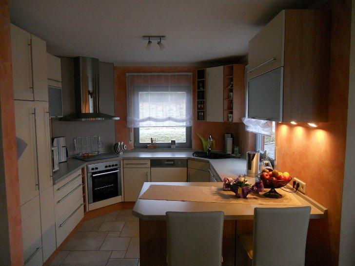 Интерьер кухни с окном эркер 74
