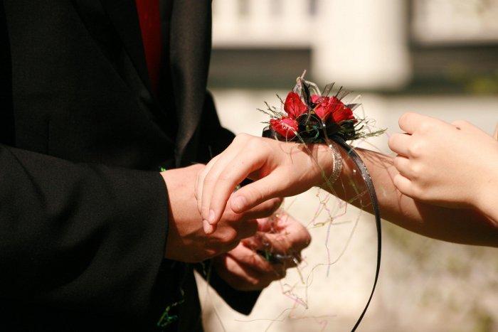 Стоит ли дарить на первом свидании цветы